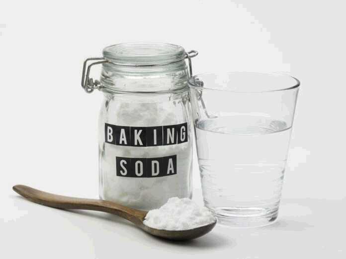 use baking soda to treat toenail fungus